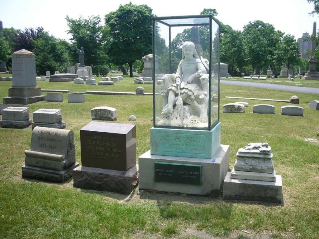 Inez Clark's statue and grave.