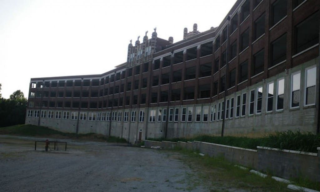 Thousands of patients dies at Waverly Hills Sanatorium.