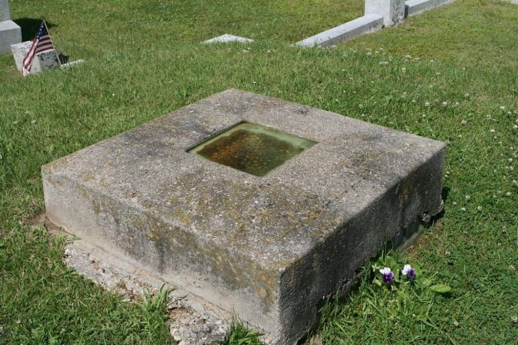 An example of graves with windows is that of Timothy Clark Smith'.