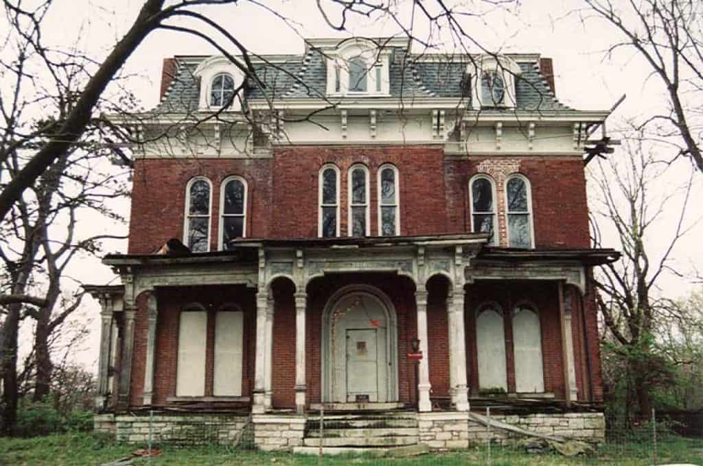 There is no denying that the McPike mansion has the classic look of a haunted house. Image: Blackdoll (Flickr) [CC BY 2.0]