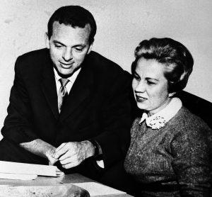Morey Bernstein and Virginia Tighe in 1960. . (AP)