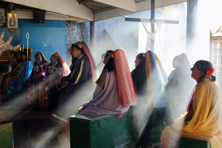 Prayer at Mother Temple. Márcia Alves, CC BY