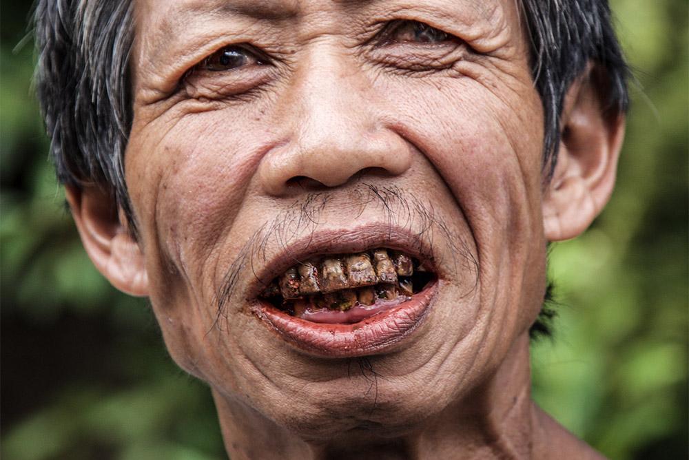 bizarre ritual Kutkot from Mangyan tribe / Philippines